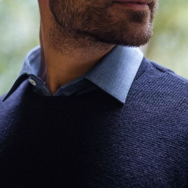 Textured navy blue merino wool round collar jumper
